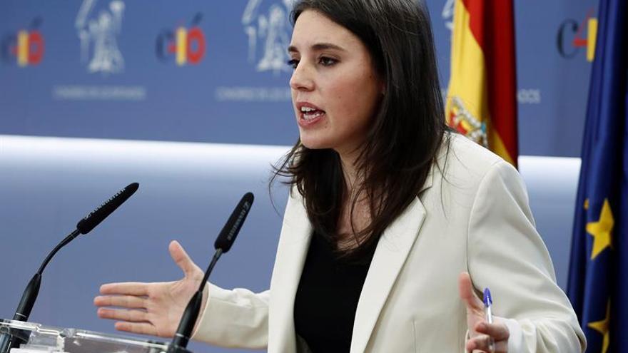 Irene Montero acusa a Coca-Cola de violar sistemáticamente derechos humanos