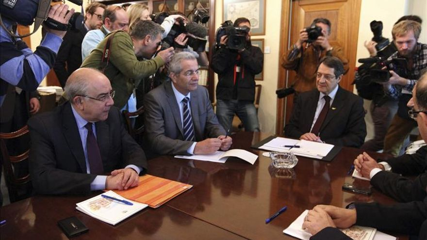 El presidente Anastasiadis y los líderes de los partidos en una reunión el pasado miércoles