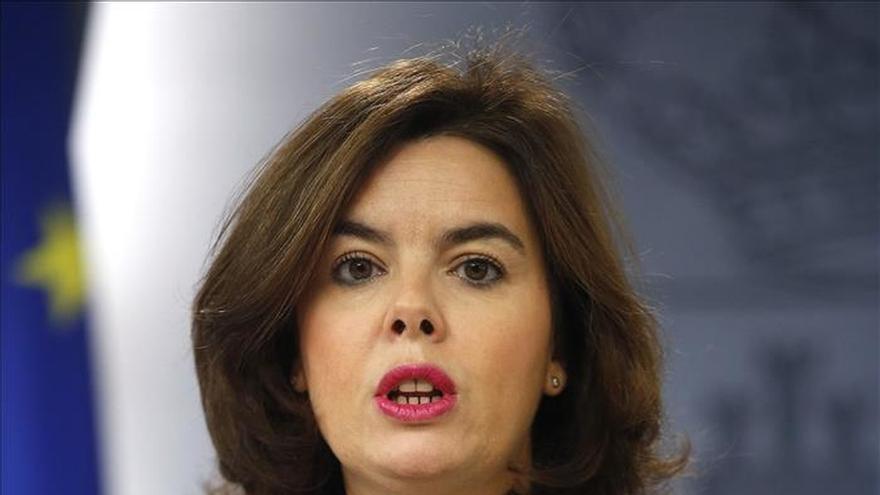"""Sáenz de Santamaría cree que Rajoy necesita """"pocos"""" consejos para el debate"""