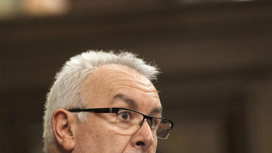 Cayo Lara expresa por carta a Rajoy su preocupación por el problema de Sniace