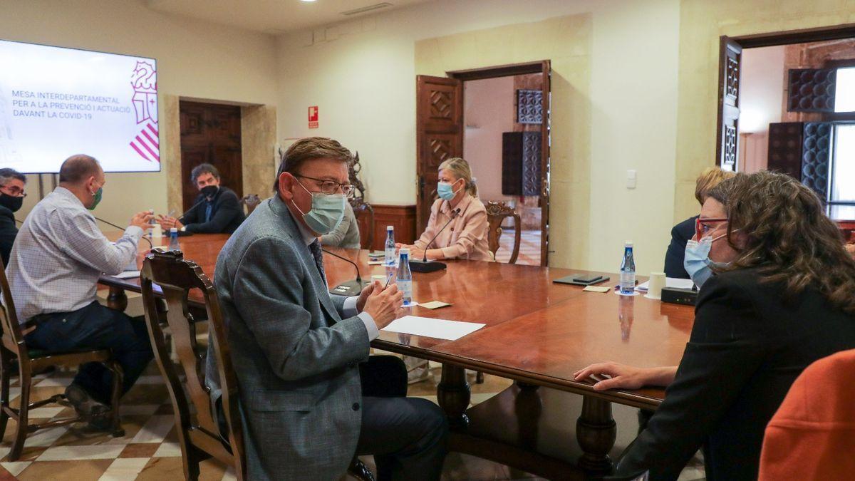 Ximo Puig y Mónica Oltra durante una reunión de la Mesa Interdepartamental.