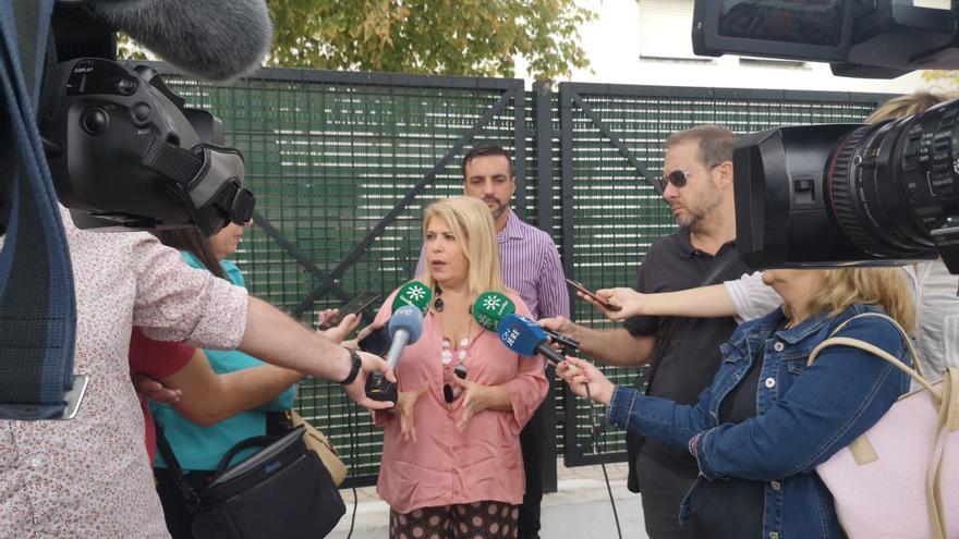 La alcaldesa Mamen Sánchez, atendiendo a la prensa.