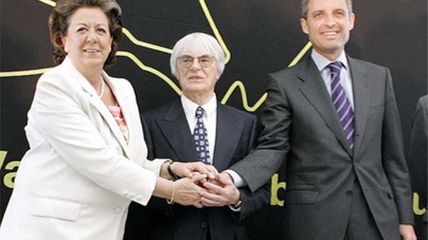 Rita Barberá, Bernie Ecclestone y Francisco Camps en la presentación de la Fórmula 1 en Valencia.