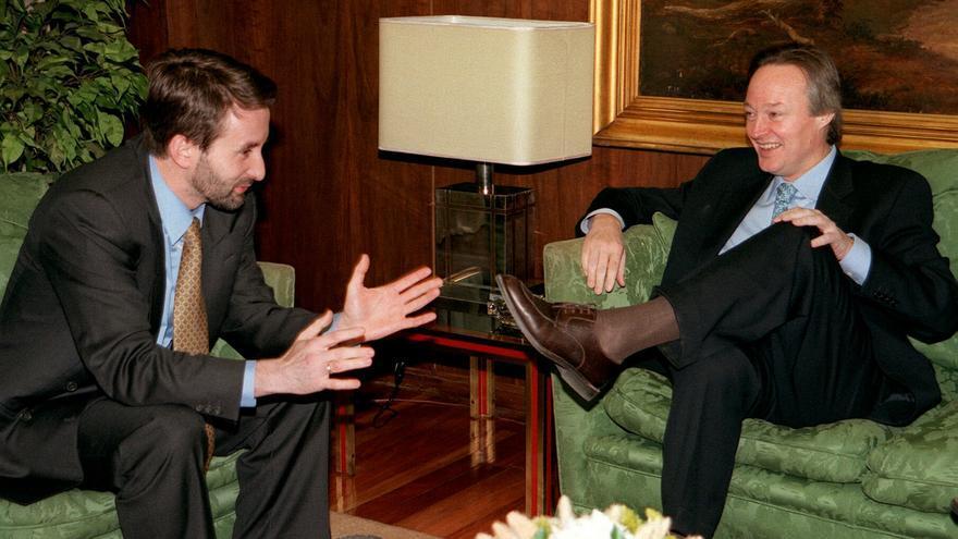 Josu Jon Imaz y Josep Piqué, en junio de 1999, cuando el primero era consejero vasco de Industria y portavoz del gobierno autonómico y el segundo, ministro de Industria y portavoz del Gobierno central. EFE
