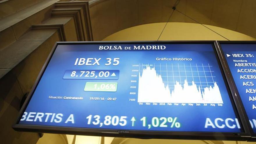 El IBEX 35 se anota un 1,01 % a mediodía gracias a las materias primas