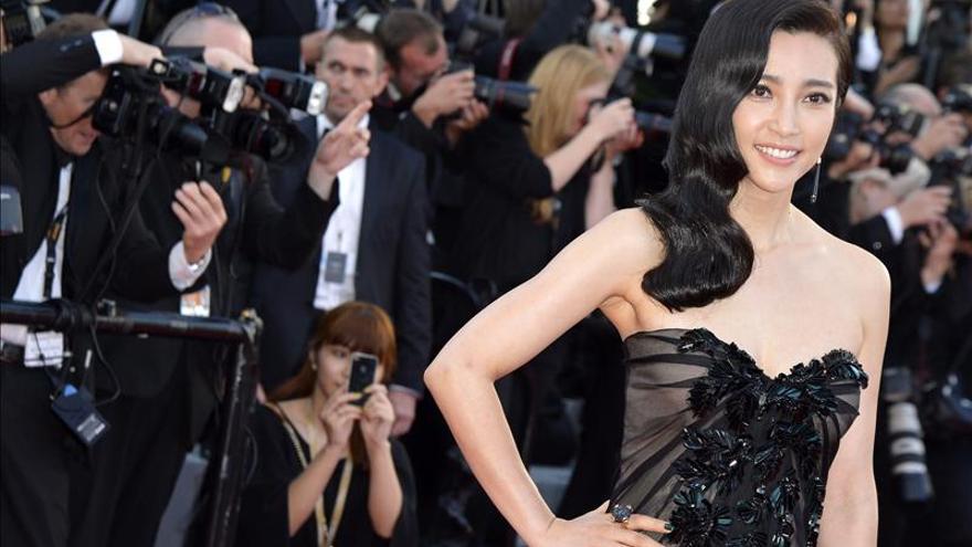 La actriz Li Bingbing condena el contrabando de marfil que mata al elefante