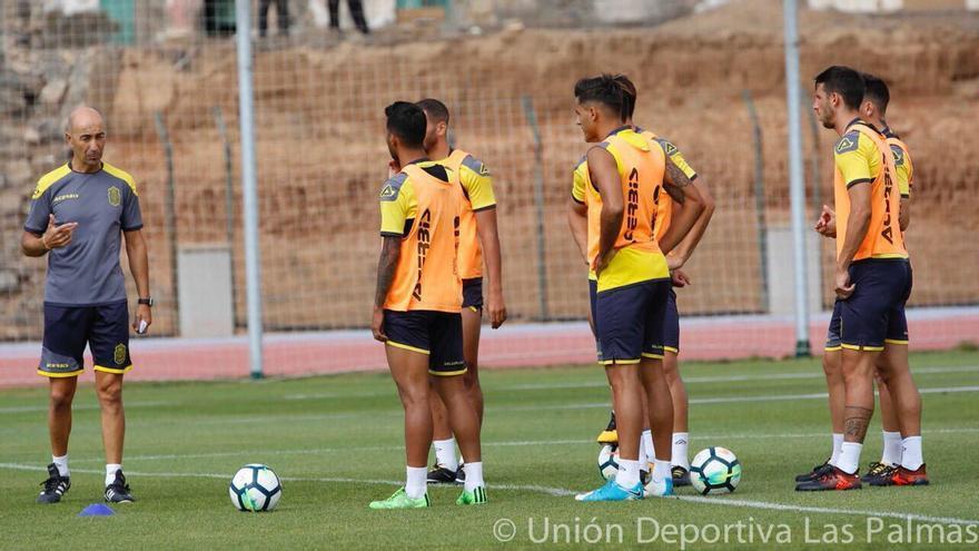 Pako Ayestarán durante un entrenamiento con la plantilla de la UD Las Palmas.