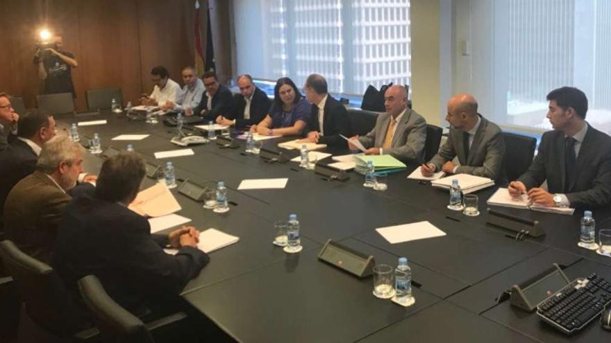 Primera reunión de la Comisión Mixta de Seguimiento sobre las obras del tren que emana del Pacto Político y Social por el Ferrocarril