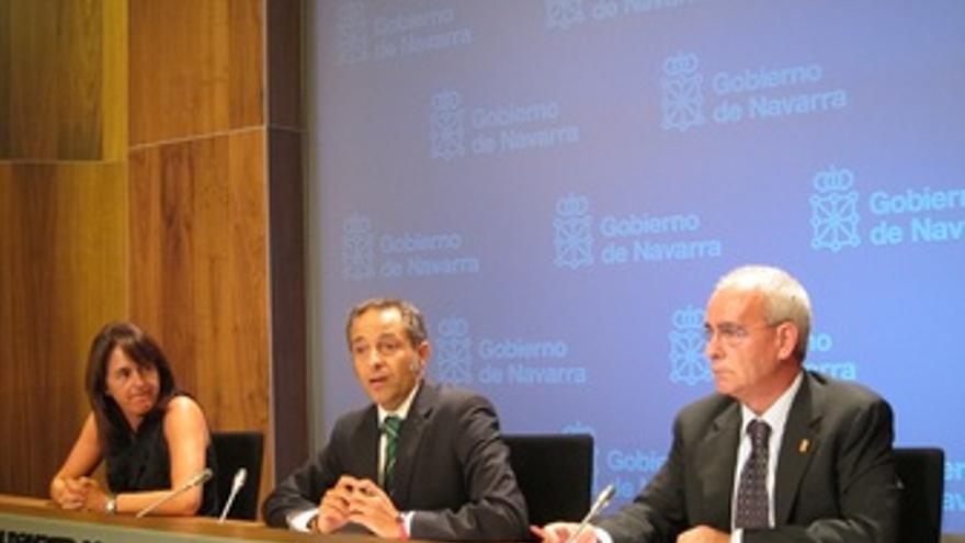 Vera, Sánchez de Muniáin y Pejenaute en la rueda de prensa.