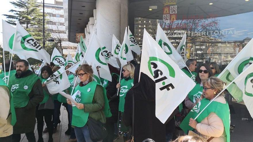 Trabajadores públicos de Castilla y León, en una concentración.