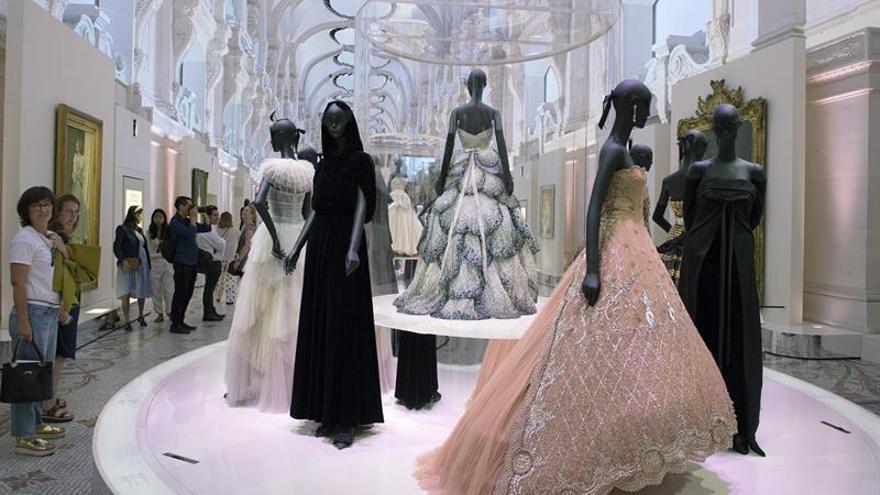El maestro Dior y la firma que creó deslumbran en París en su 70 aniversario