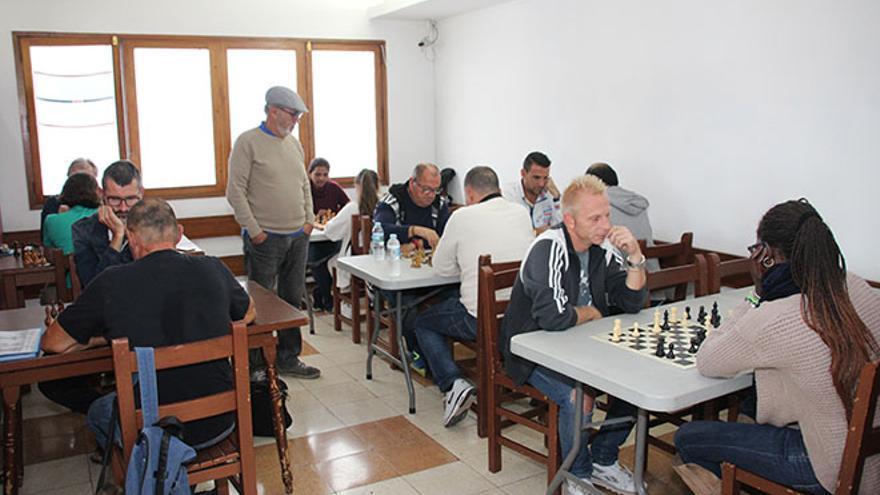 Jugadores de ajedrez en club de Lanzarote