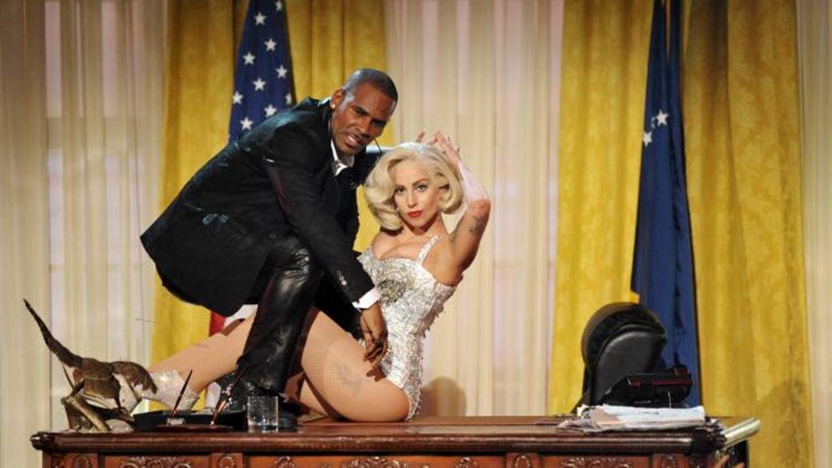 R.Kelly junto a Lady Gaga, que ha renegado de sus colaboraciones con el cantante