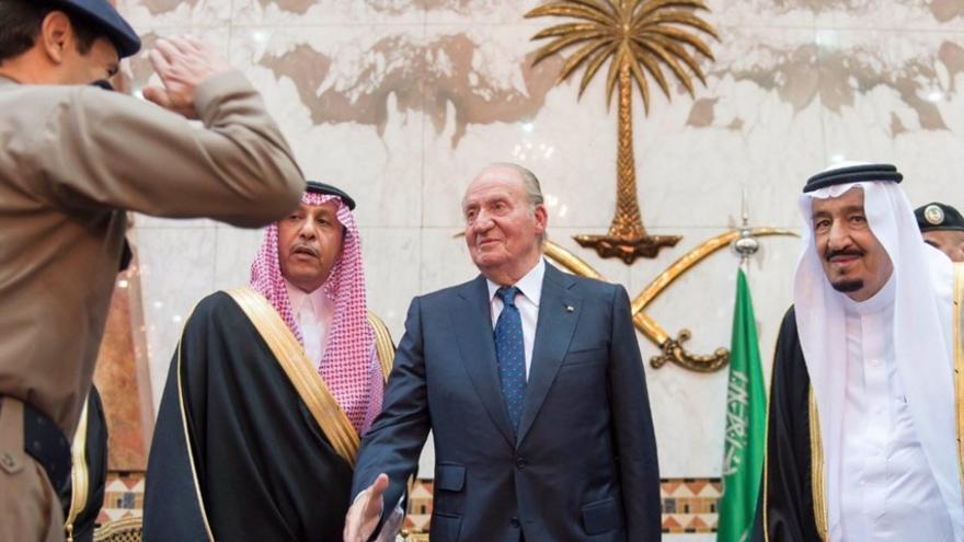 El rey Juan Carlos junto al rey de Arabia Saudí, Salman bin Abdulaziz