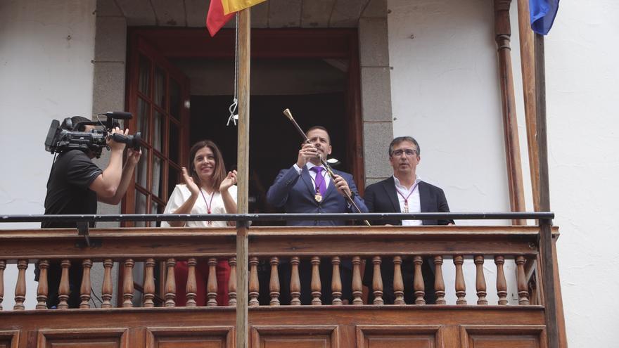 Los integrantes del pacto de Telde: Carmen Hernández (NC), Héctor Suárez (CC) y Juan Francisco Artiles (Más por Telde)