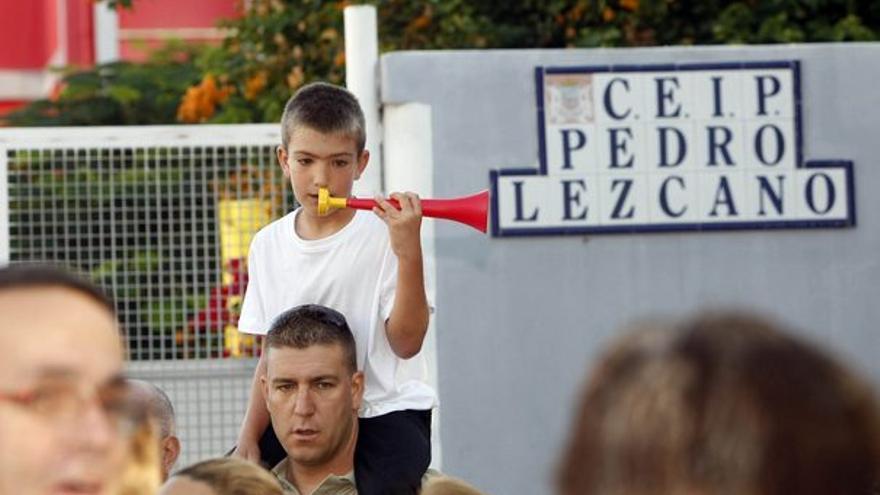 Padres, alumnos y profesores secundaron la protesta. (ACFI PRESS)
