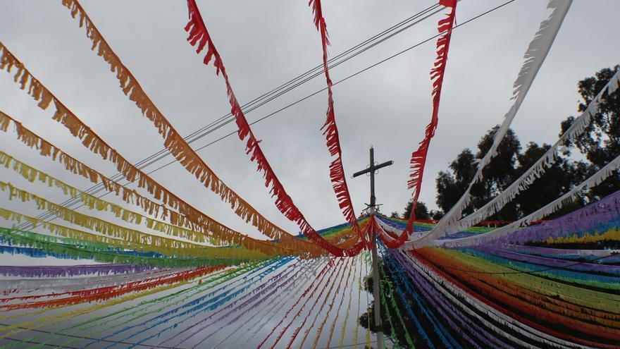 La Cruz de Las Canales se viste de gala.
