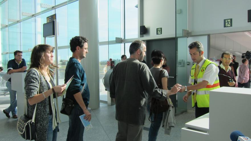 Iberia recuerda a residentes de los archipiélagos que deberán mostrar su certificado en aeropuertos