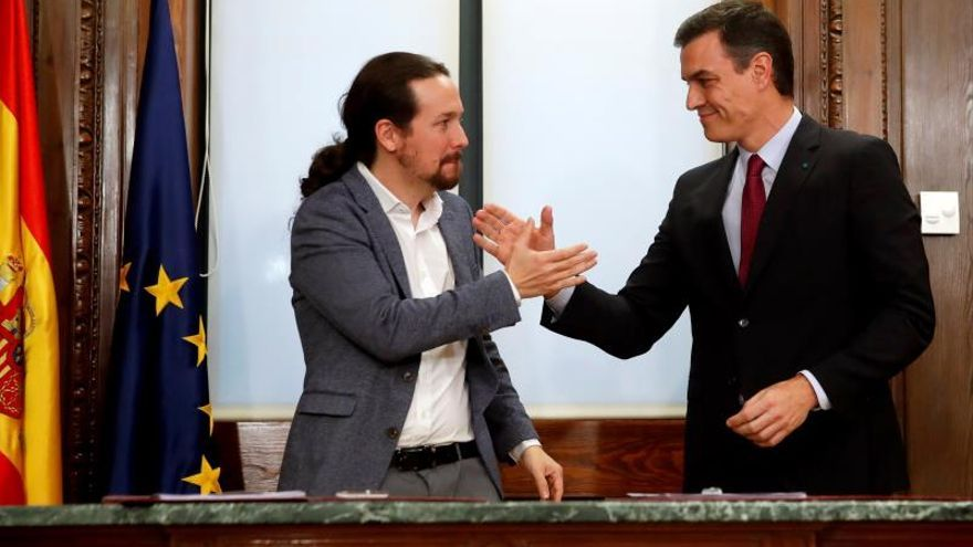 """Un acuerdo """"histórico"""" entre sonrisas y sin preguntas de la prensa"""