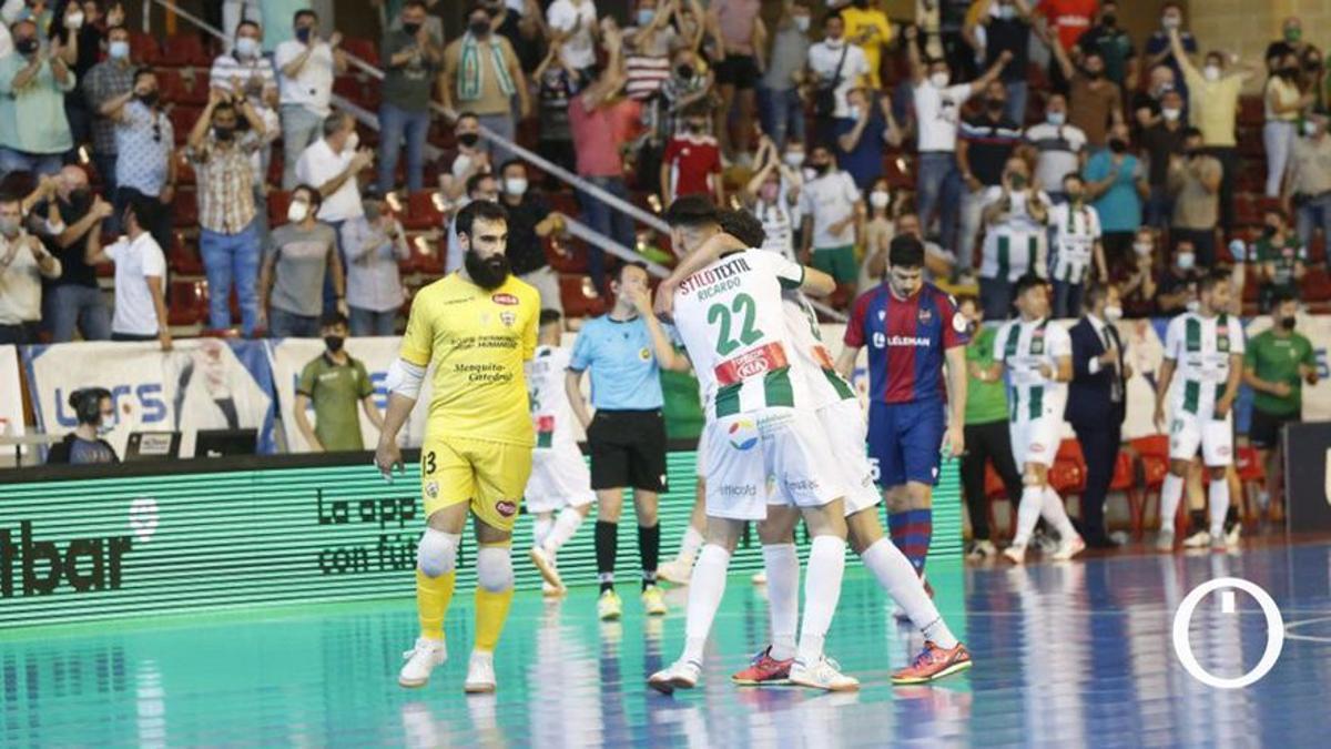 Los jugadores del Córdoba Patrimonio celebran un gol