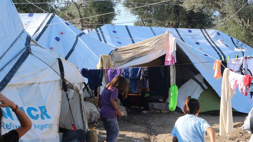 Imagen de una tienda de refugiados en el campo de Moria.