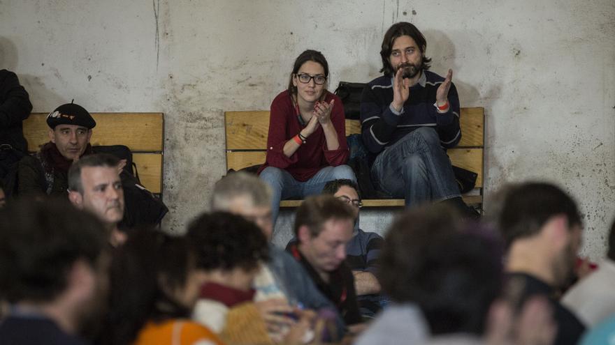 Rafa Mayoral aplaude durante la celebración de uno de los actos organizados con motivo de la presentación del Plan B en Madrid
