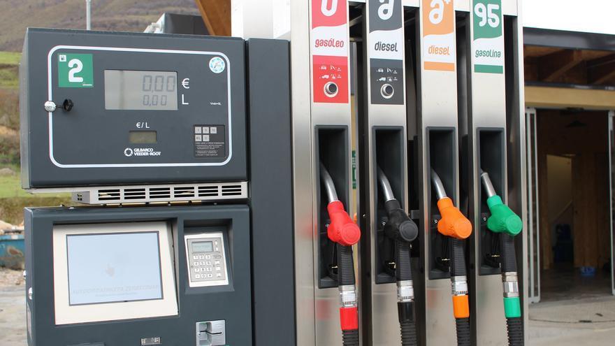 Algunas gasolineras ya no cuentan con empleados para echar gasolina o cobrar su precio.