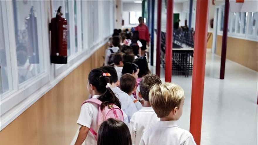 """Polémica en Madrid por las """"facturas en la sombra"""" en centros educativos"""
