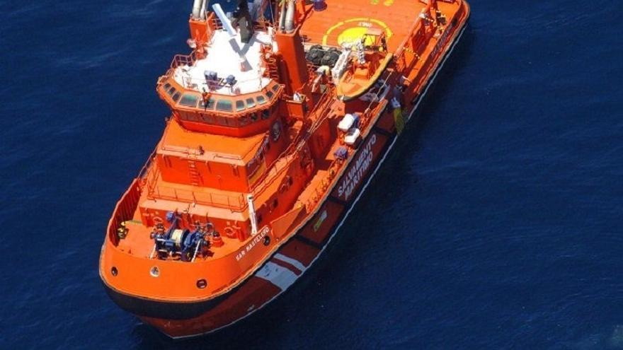 Rescatadas en el mar de Alborán 55 personas que viajaban en una patera desde la costa de Bouyafar