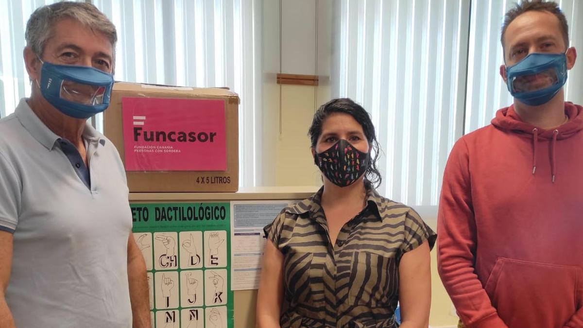 En la imagen, dos mascarillas transparentes para personas con sordera.