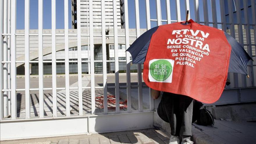 Diputados de IU rechazan el cierre de RTVV y se solidarizan con trabajadores