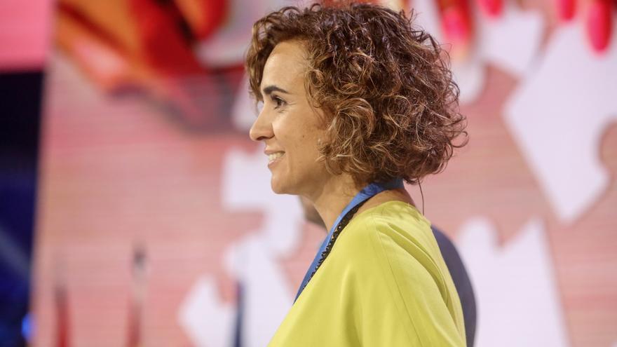 "Montserrat (PP) se burla del sondeo e invita a Tezanos a firmar ""libros de cocina"" en Ferraz"