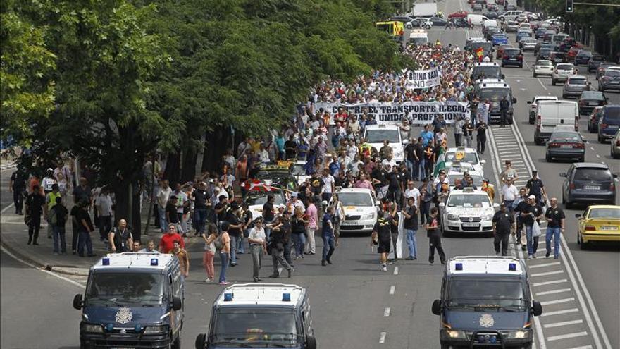 Los taxistas se manifiestan contra la entrada de Uber en Madrid