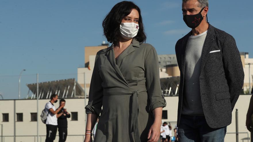 Madrid acusa a Sanidad de crear confusión y dar palos de ciego con la vacuna de AstraZeneca