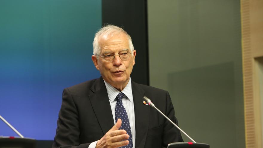 """Borrell ve a May """"un poco desmemoriada"""" y achaca sus palabras a que necesita apoyo del Parlamento británico"""