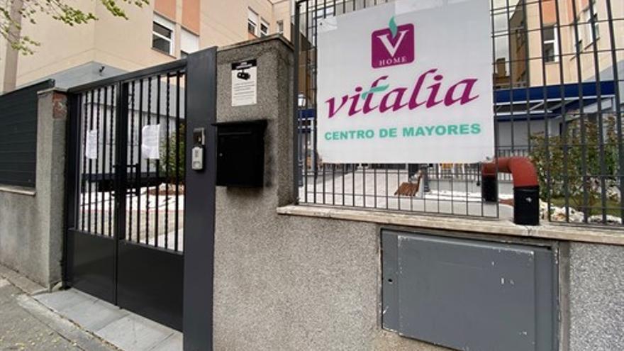 Entrada al centro de Mayores Vitalia ubicado en Leganés, intervenido por la Comunidad de Madrid.