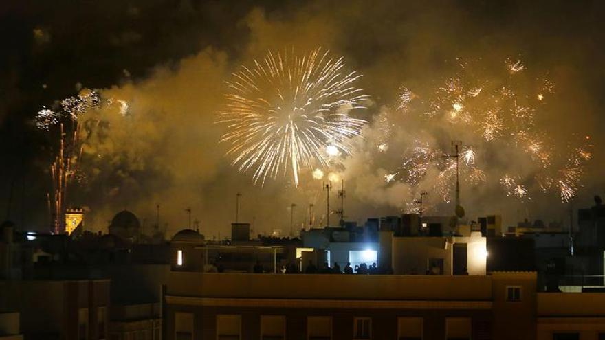 La Nit de l'Albà iluminará el cielo ilicitano con casi 2 toneladas de pólvora