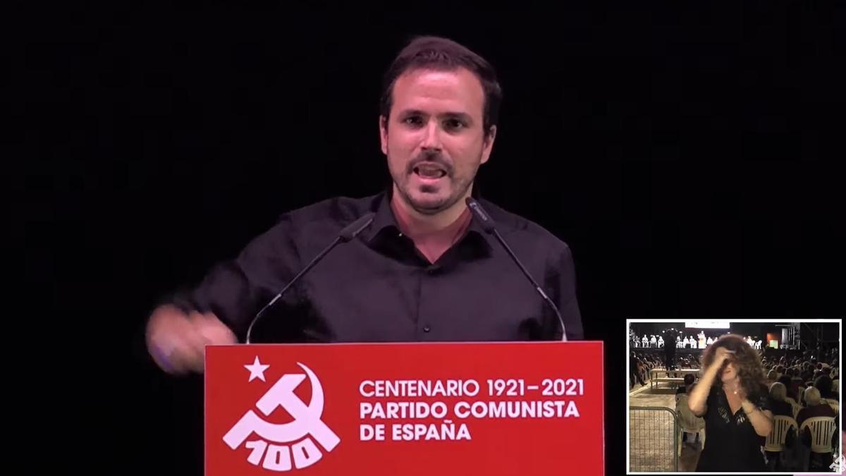 El ministro de Consumo, Alberto Garzón, participa en las fiestas del PCE.