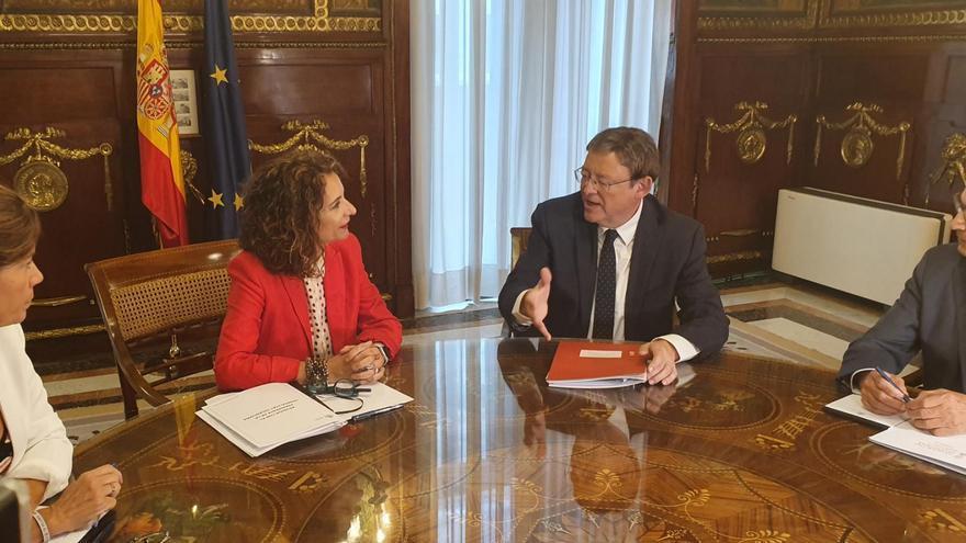 El president Ximo Puig reunido con la ministra de Hacienda, María Jesús Montero, en Madrid