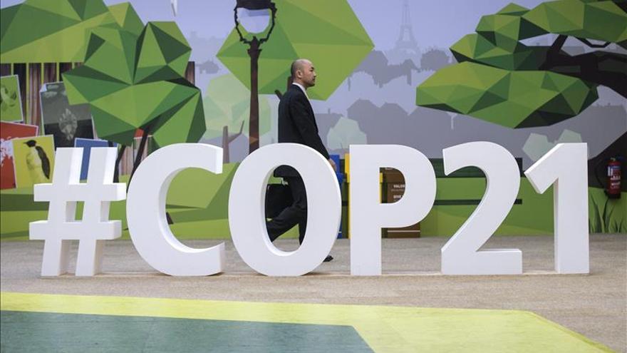 Un visitante, en la cumbre sobre el cambio climático COP21