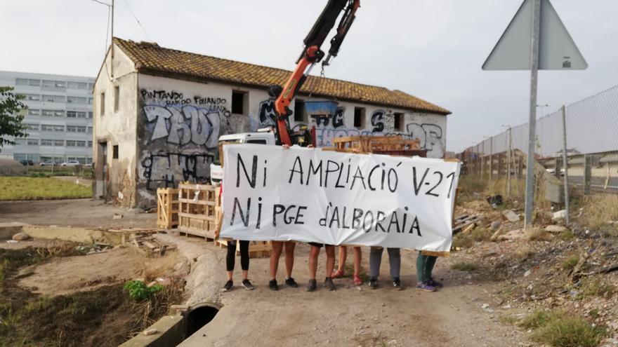 Activistas protestan por las obras de la V-21 que destruirán parte de la huerta valenciana