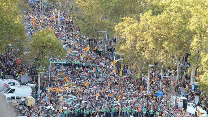 Manifestación en Barcelona en protesta por las decisiones del Gobierno