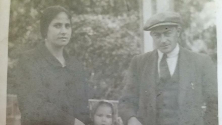 Rafael Prades, con su mujer Manuela y su hija Carmen, pocos años antes del comienzo de la guerra.