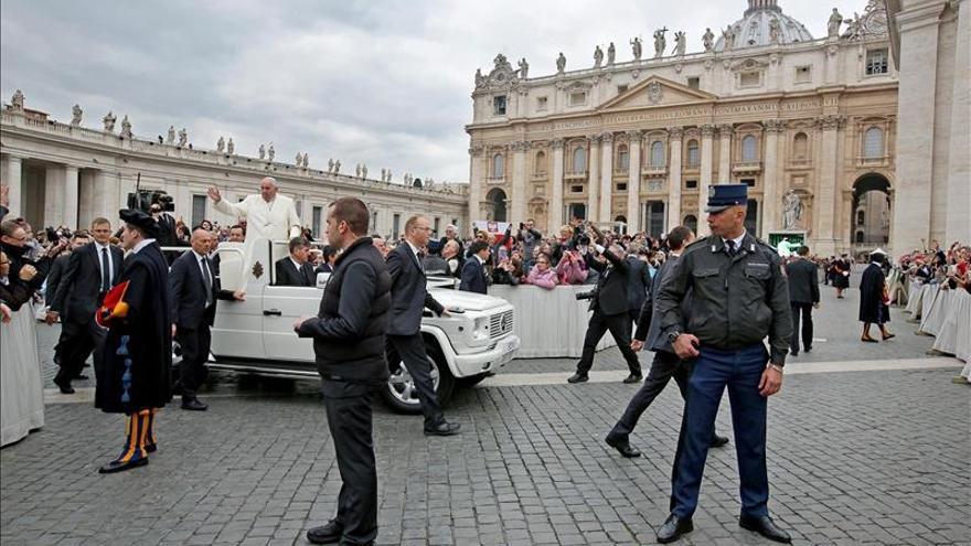 """El Papa dice que """"el mundo entero está en guerra"""" y no existe justificación"""