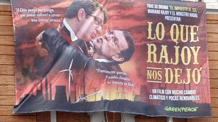 Pancarta de Greenpeace contra la política energética de Mariano Rajoy.
