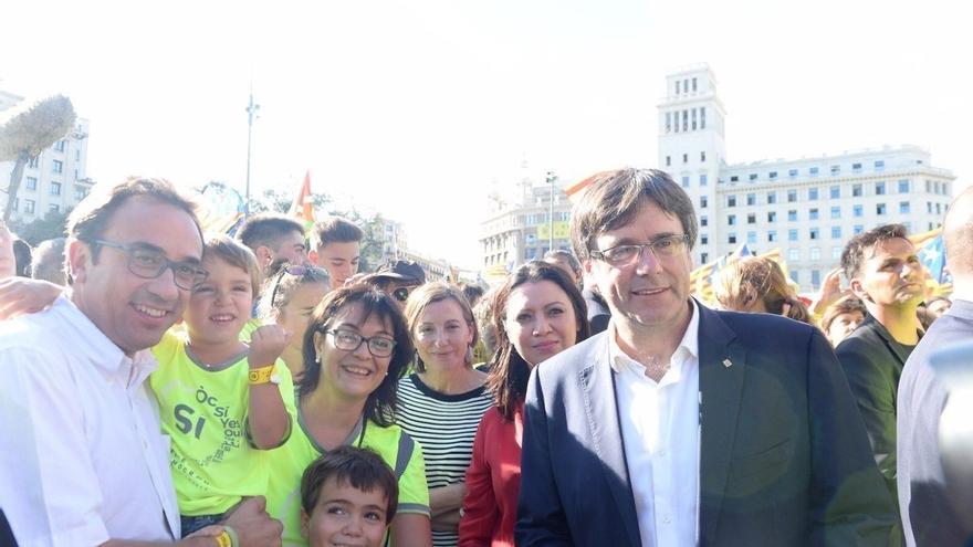 Puigdemont y su Govern participan en la manifestación entre 'selfies' y mucho calor