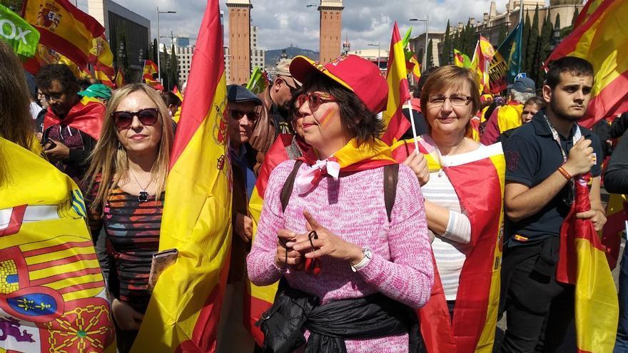 Una de las manifestantes presentes en la concentración de Vox en Barcelona