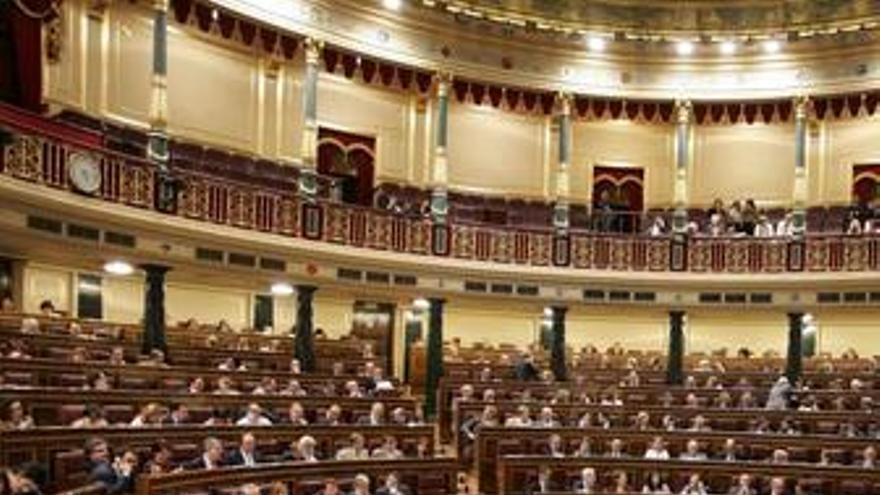 La reforma laboral sale adelante con el único apoyo de los diputados del PSOE, salvo Gutiérrez