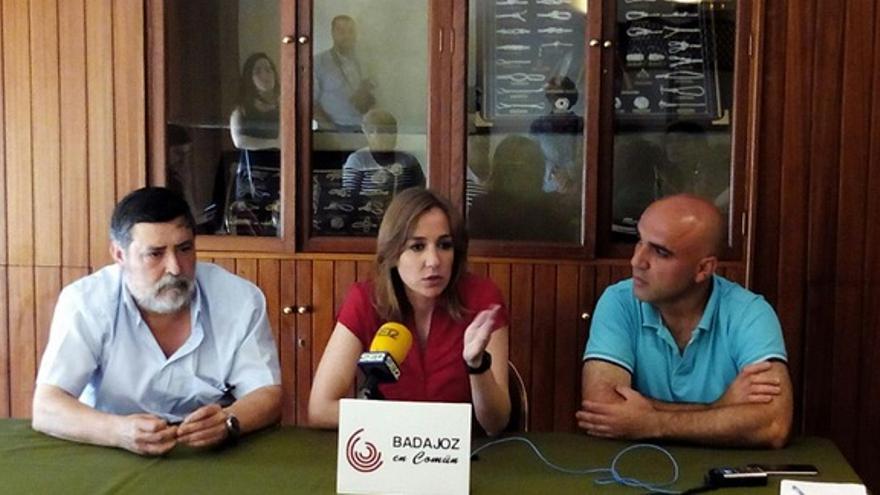 Rueda de prensa de Tania Sánchez, arropando el proyecto de Badajoz en Común / Twitter @badajozencomun