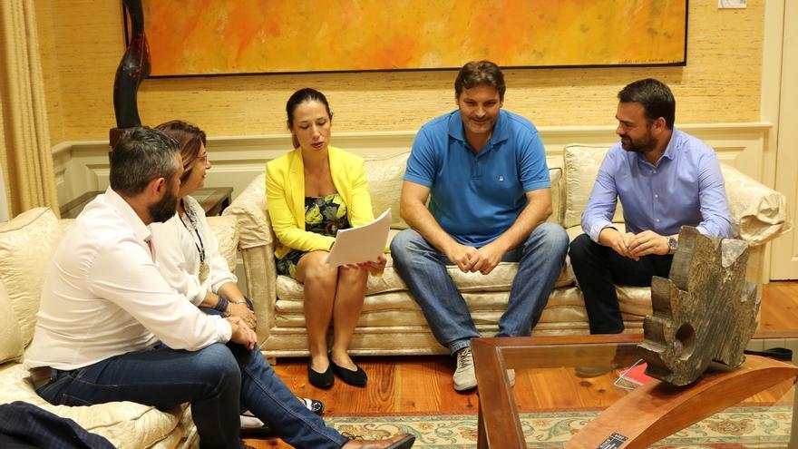 Reunión de los líderes del PSOE tinerfeño y capitalino para consensuar una postura sobre la ampliación del tranvía